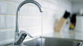 В Киеве сотни домов остались без холодной воды из-за аварий и ремонта: проверь свой адрес